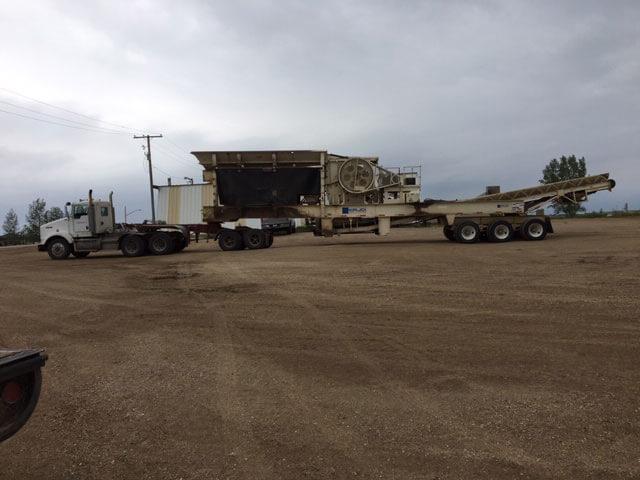 Truck hauling jaw